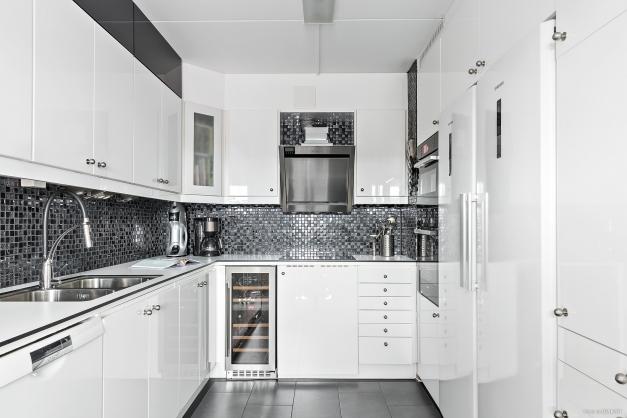 Köket är successivt renoverat och här finns allt du behöver.
