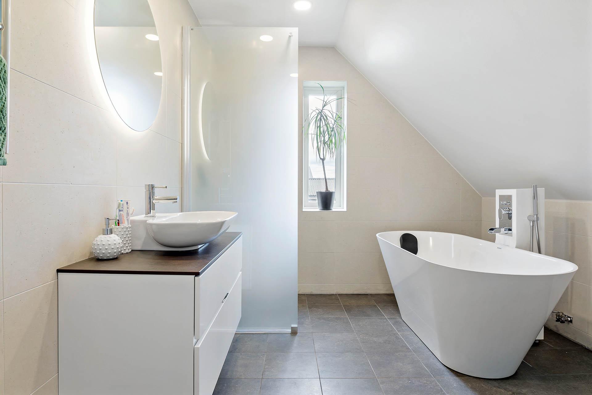 Duschrum med badkar
