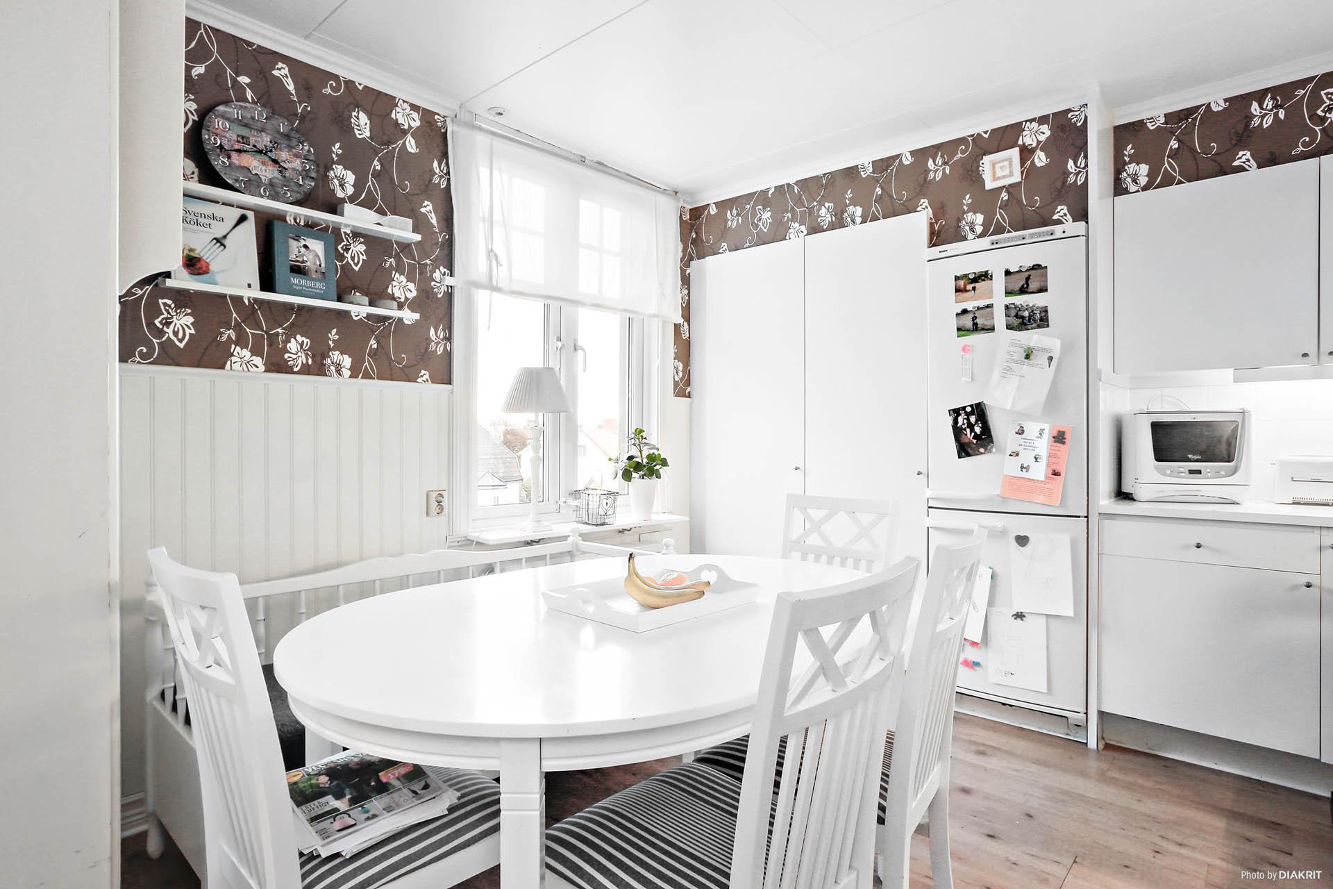 Lägenhet 3: Kök i vinkel med matplats