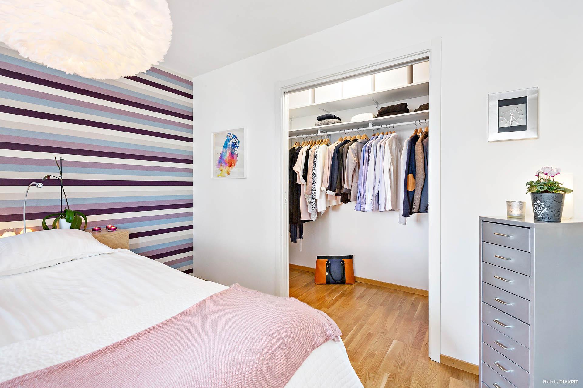 Sovrum med walk-in-closet