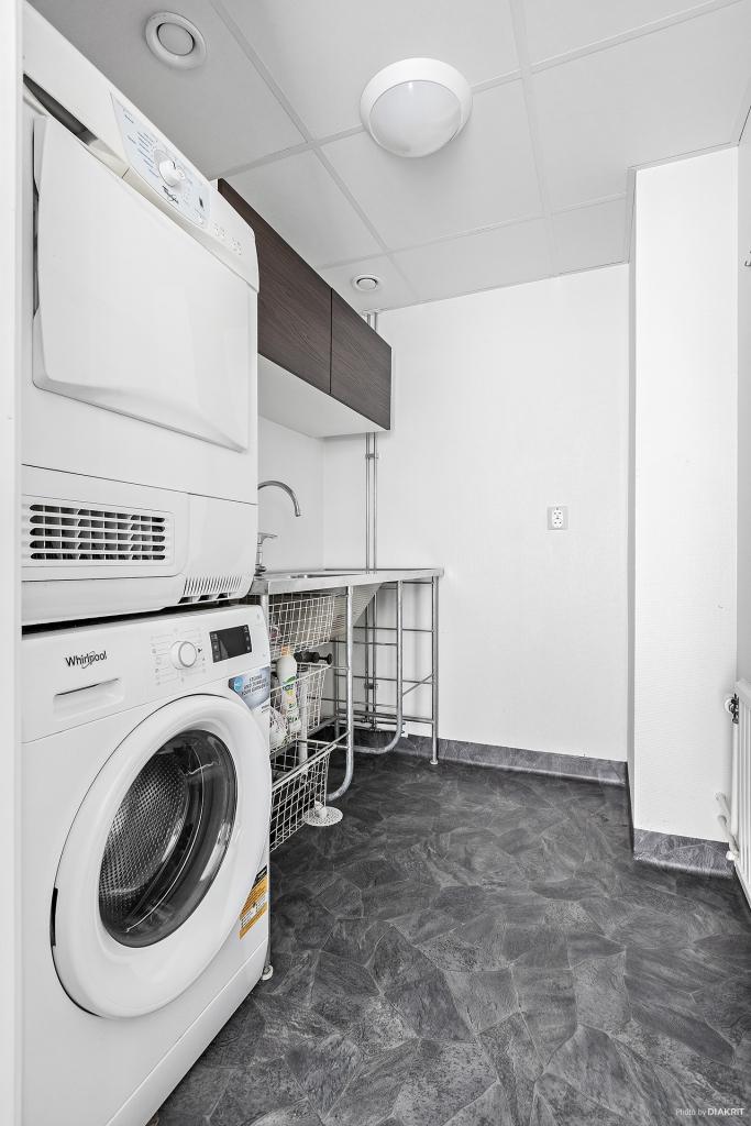 Praktisk tvättstuga renoverad 2016