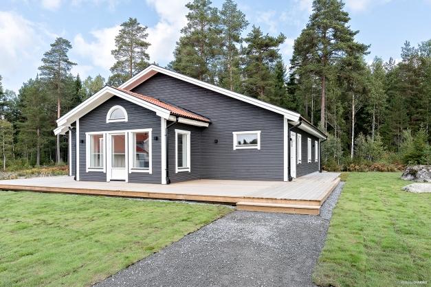 Helt nybyggt enplanshus i attraktiva Bredsand