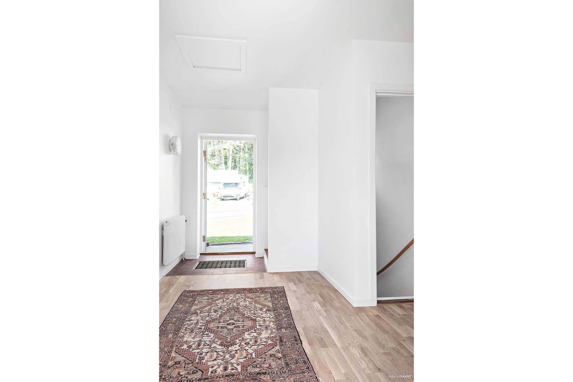 Ett klassiskt 60-talshus. Uppdaterat och moderniserat för att passa den moderna familjen. Ljust och fräscht med genomgående materialval.