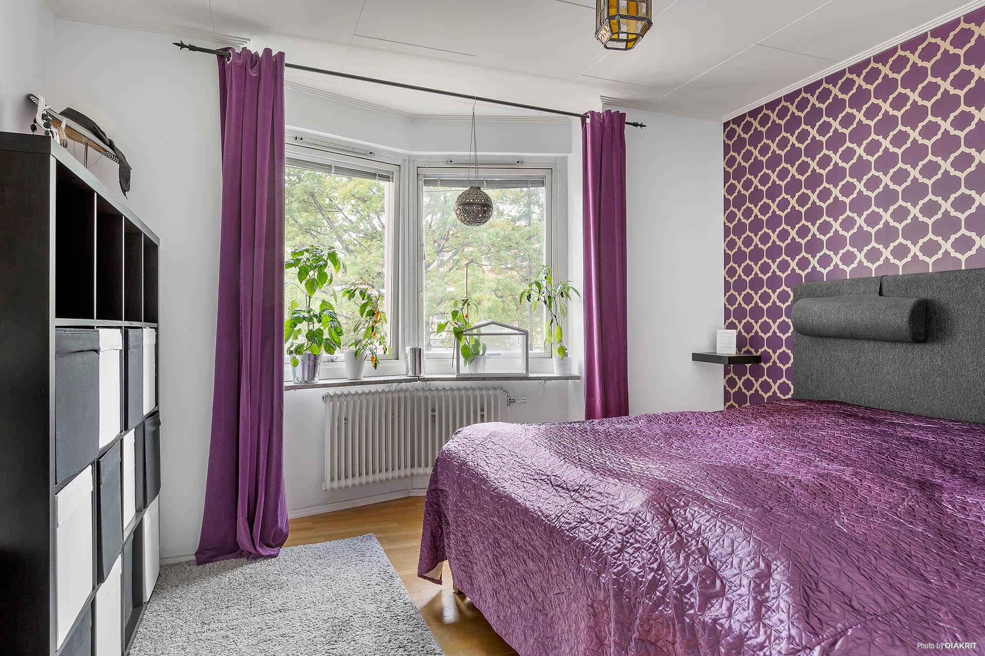 Sovrum med burspråk