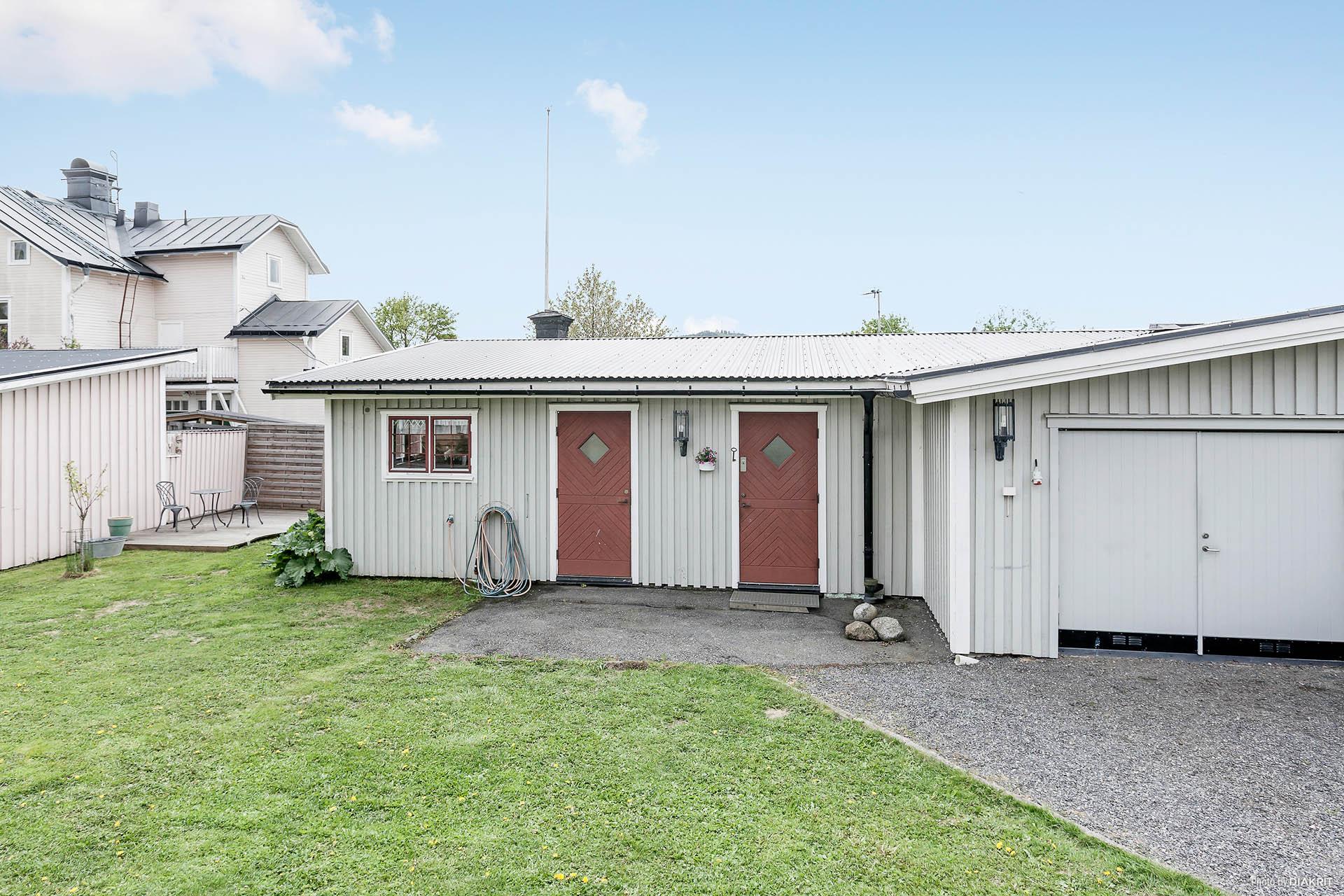 Gårdshus och garage