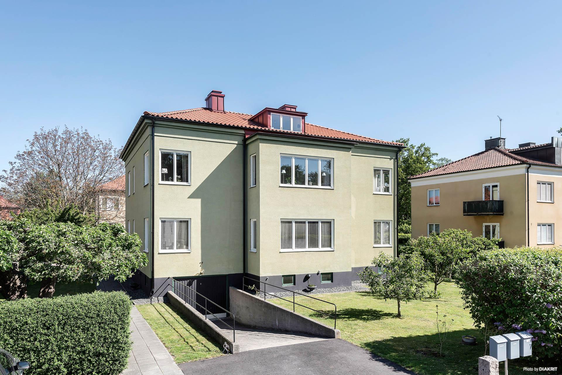 Vacker fastighet på Smedjegatan på Söder! Nytt tak och nya balkonger!