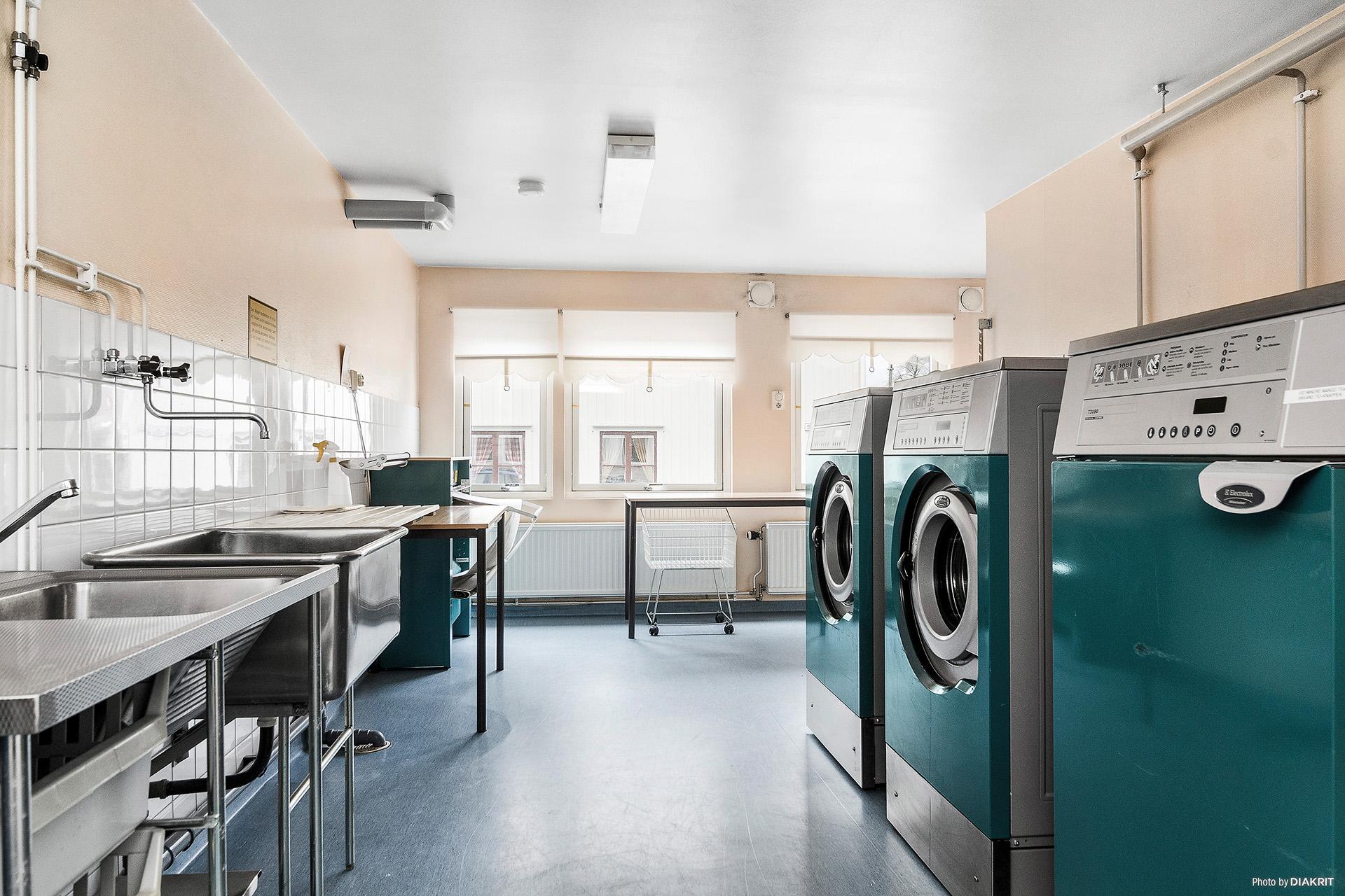 En av de två fina gemensamma tvättstugorna