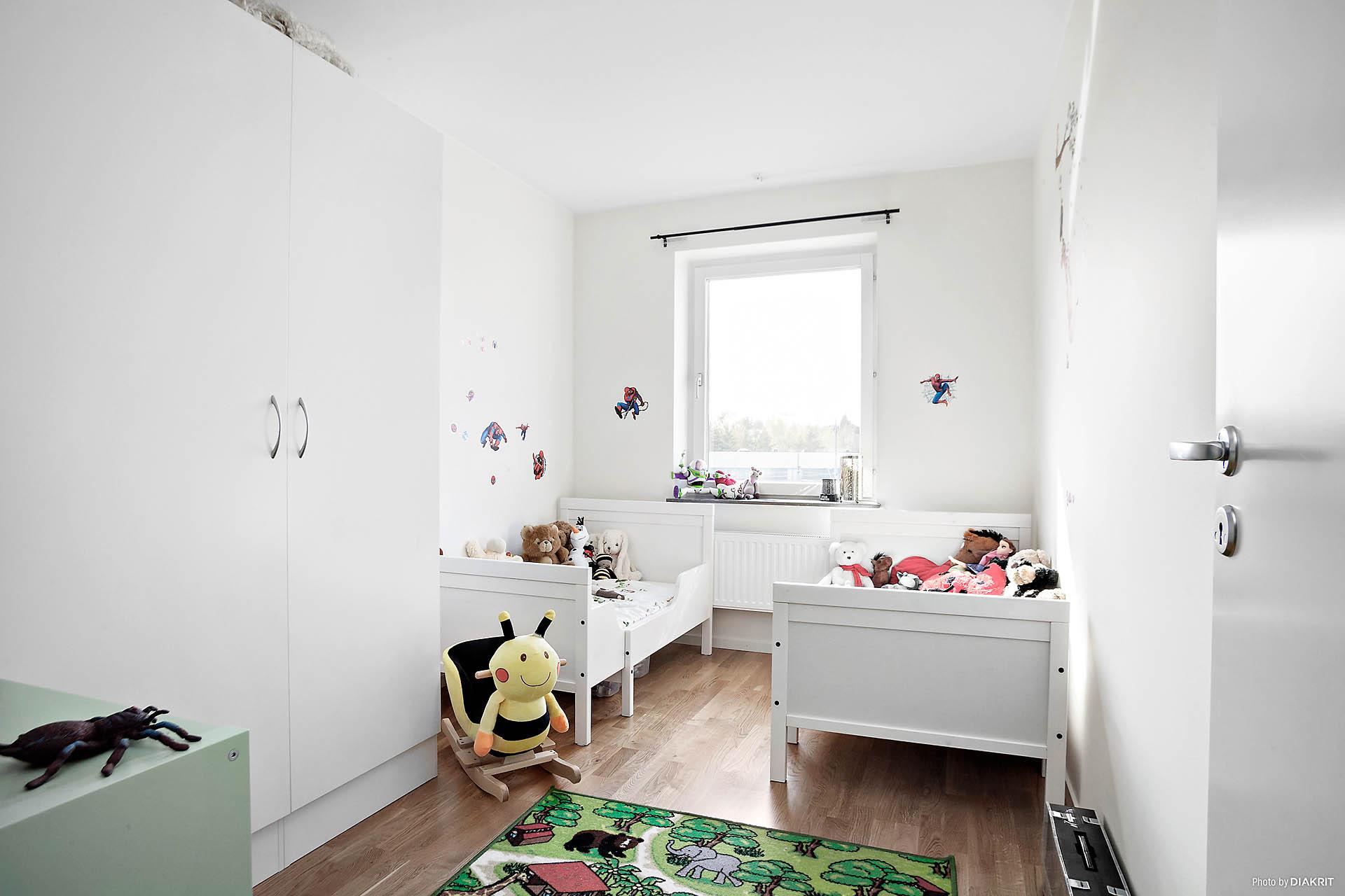 Fjärde sovrummet med utsikt över innergården