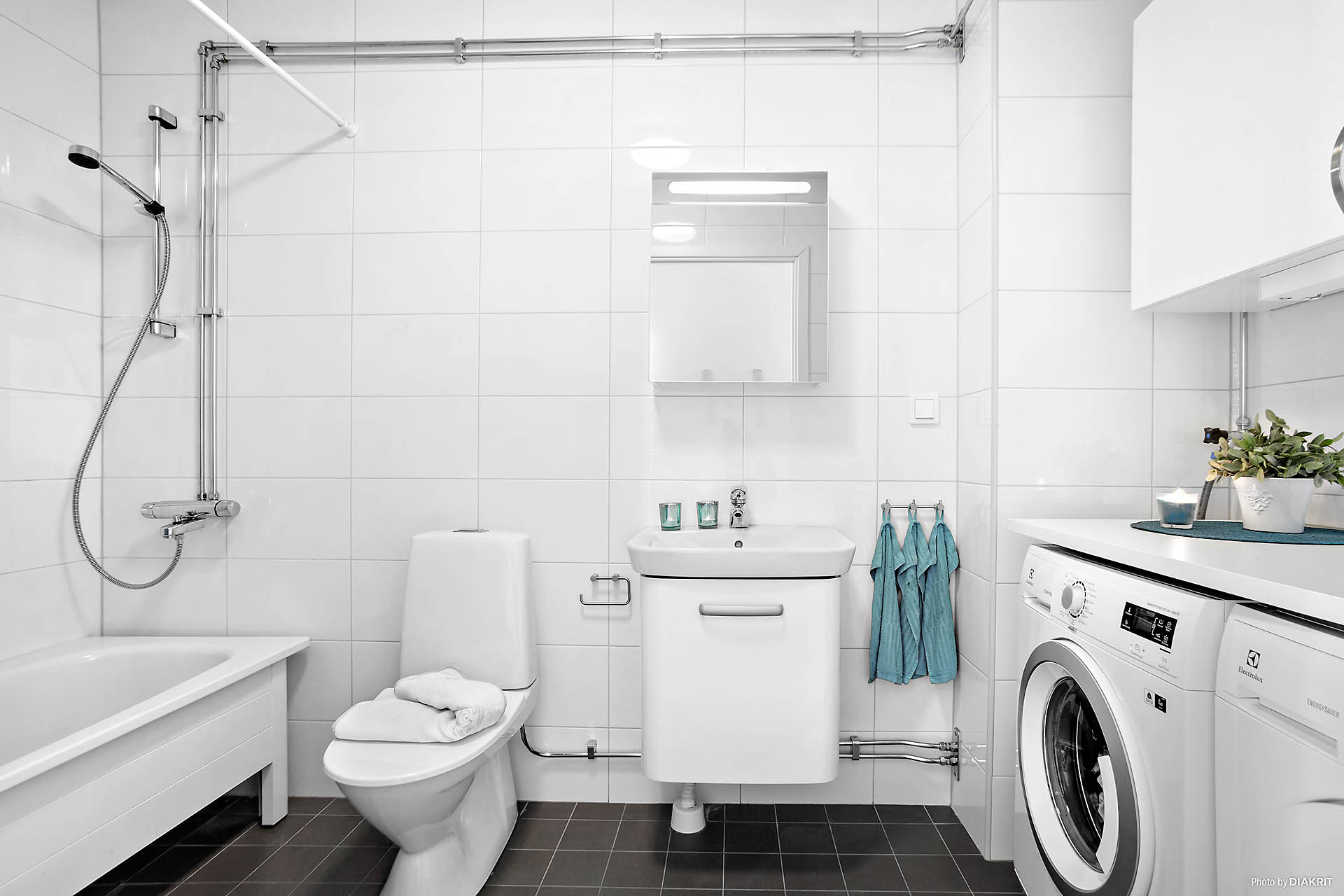 Helkaklat badrum med golvvärme på entréplan