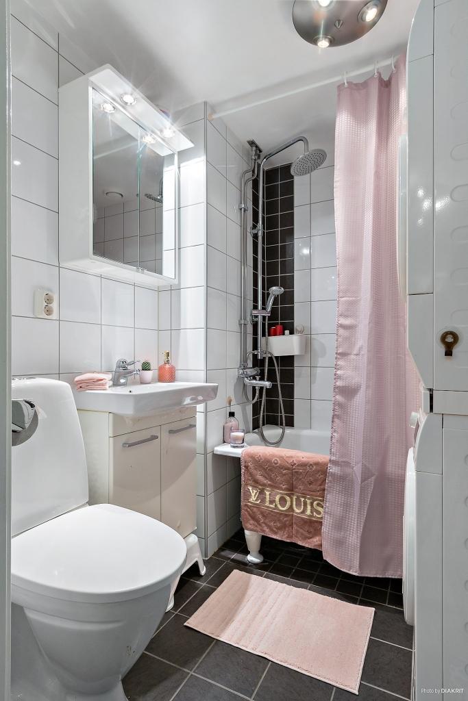 Badrum, totalrenoverat 2011. Tvättmaskin och torktumlare ingår ej men ev. övertagande kan diskuteras