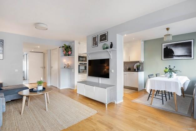 Det öppna och sociala vardagsrummet direkt kopplat till kök och terrass.
