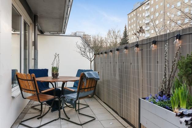 Terrassen om hela 20 kvadrat!