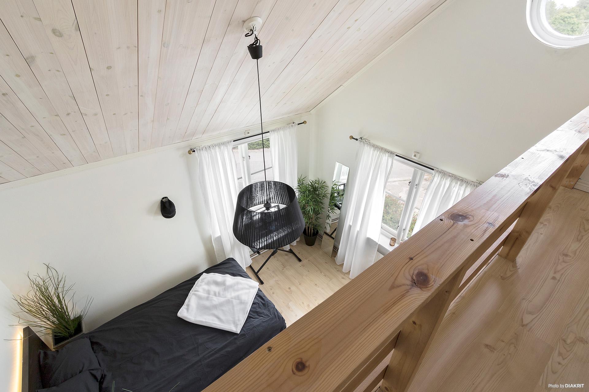Sovrum 3 (bild tagen från sovloftet)