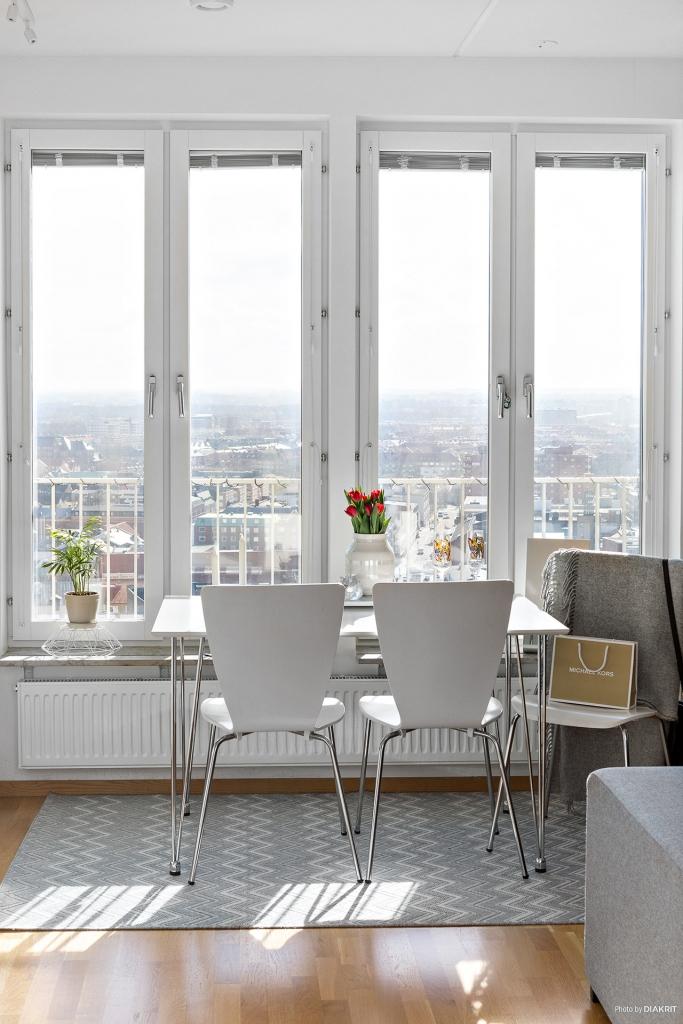 Bra ljus och stora fönster
