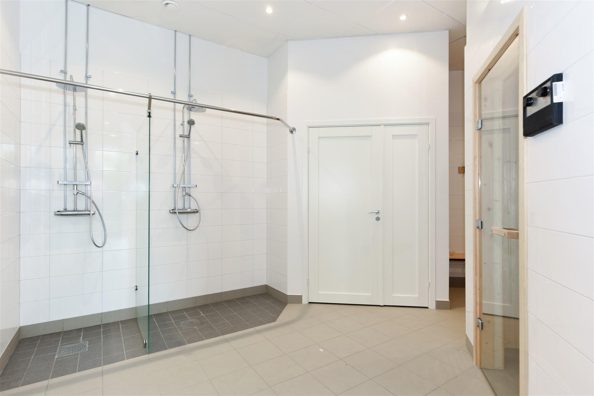Relaxavdelning med lounge del, bastu och dusch