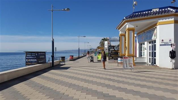 Härlig strandpromenad i Torrox