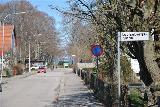 Endast ca 100 m till populära Skräckleparken som gränsar till Vänern