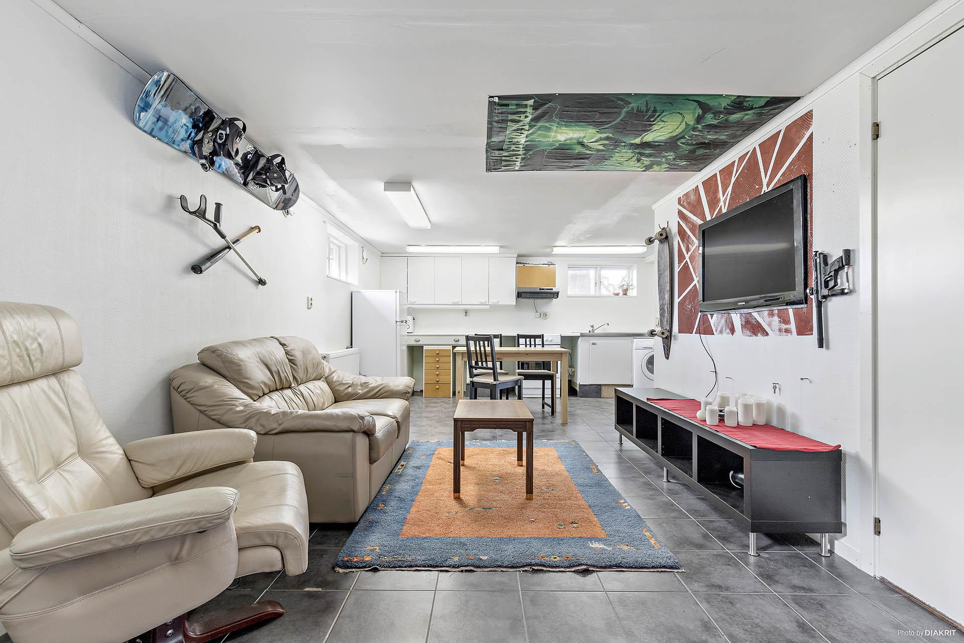 Vardagsrum i källarplan