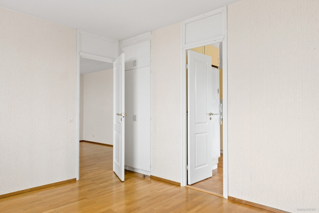 Sovrum 2 med ingång från kök och vardagsrum.