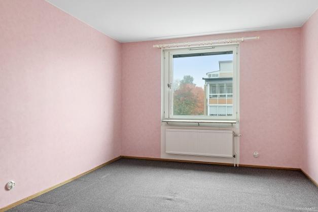 Sovrum 1 med ingång från hallen