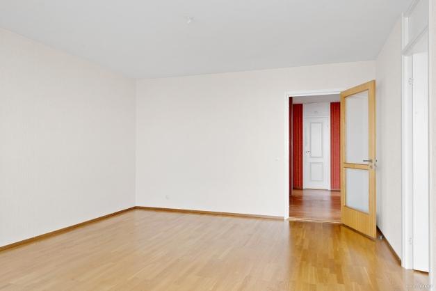 Vardagsrum med ingång både från hall och sovrum