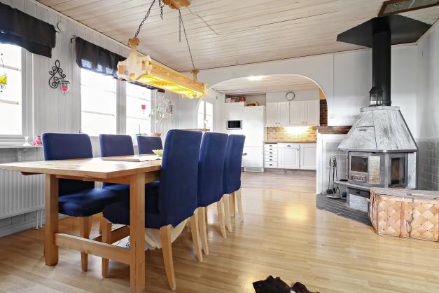 Matplats mellan kök och allrum