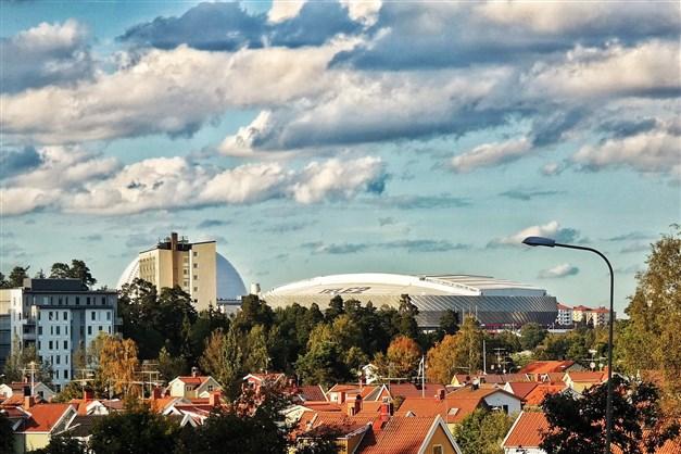 Från höjden i Svedmyra mot Globen och Tele2 Arena