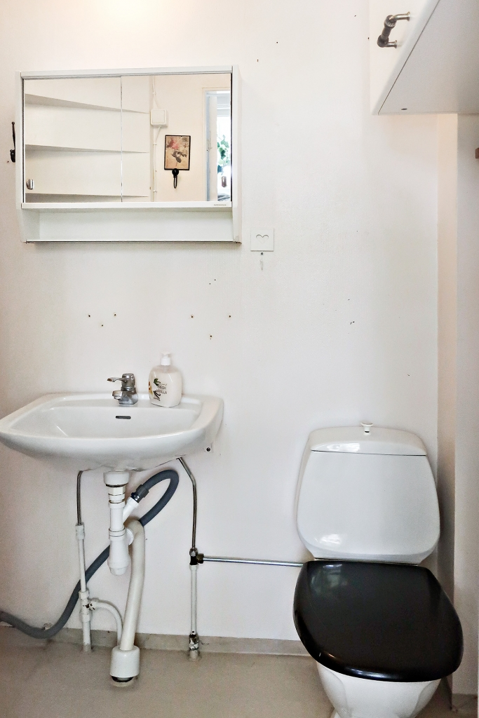 Toalett med duschplats