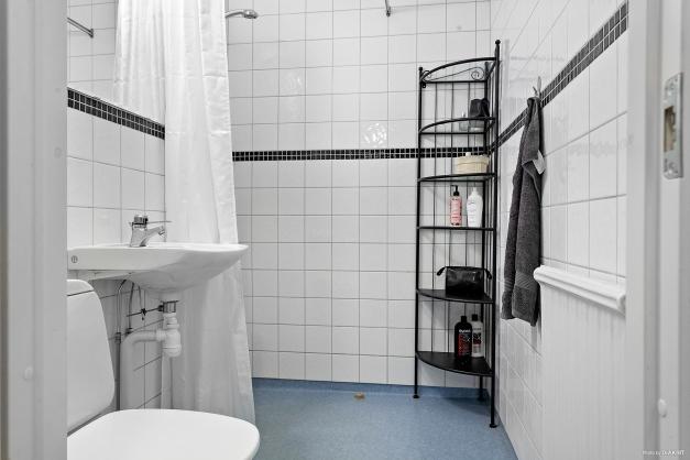 Duschrum med kaklade väggar