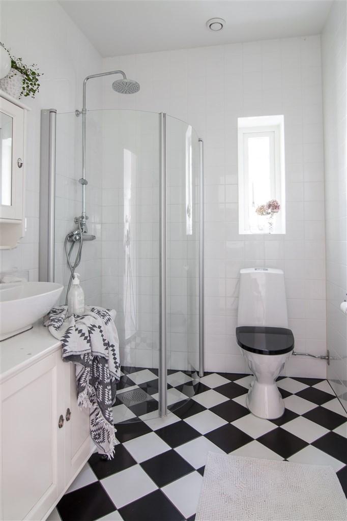 Badrum med dusch NV