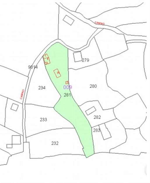 Rött: markeringar visar bostad, pool och förråd. Grönt: 3000 kvm mark