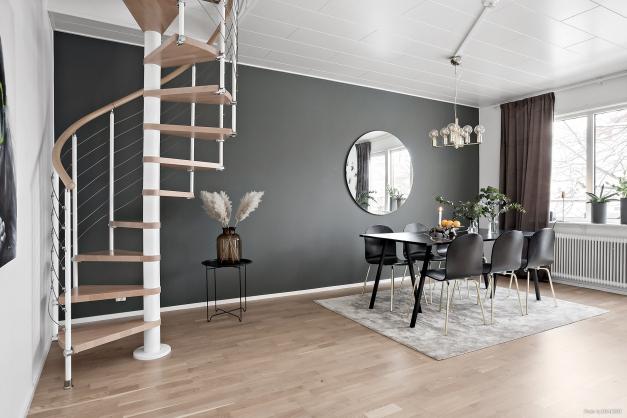 Vardagsrum/matsal - trappa till etegévåning