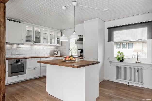 Köket med köksö