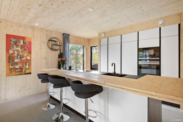 Kök och bardisk vid köksön