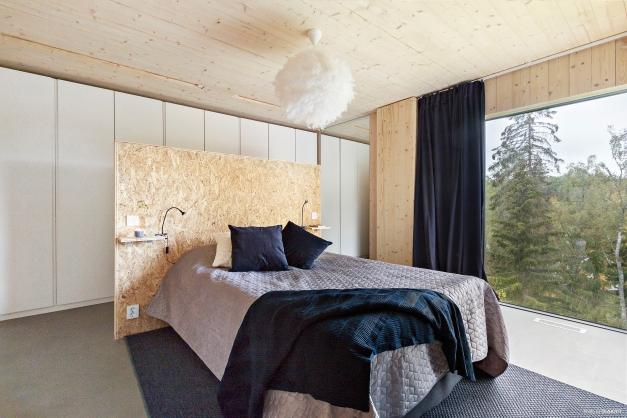 Master bedroom med walk-in-closet