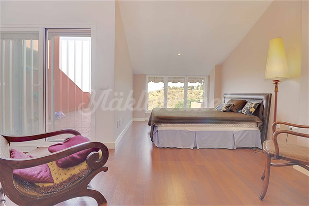 Även sovrum 2 har utgång till terrassen