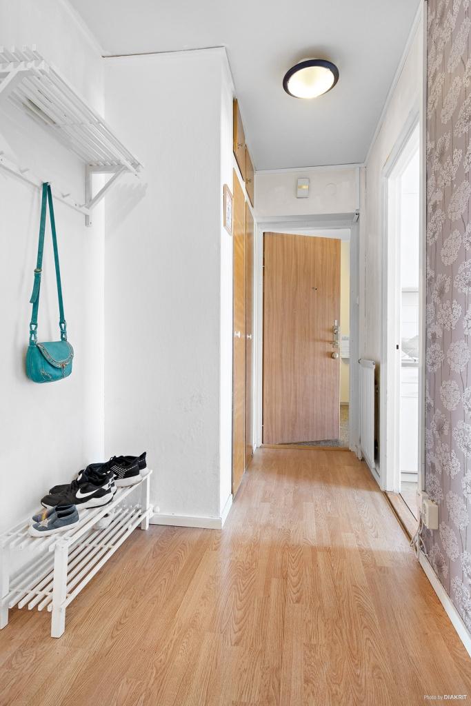 Entréhall med avhängning och garderobsförvaring