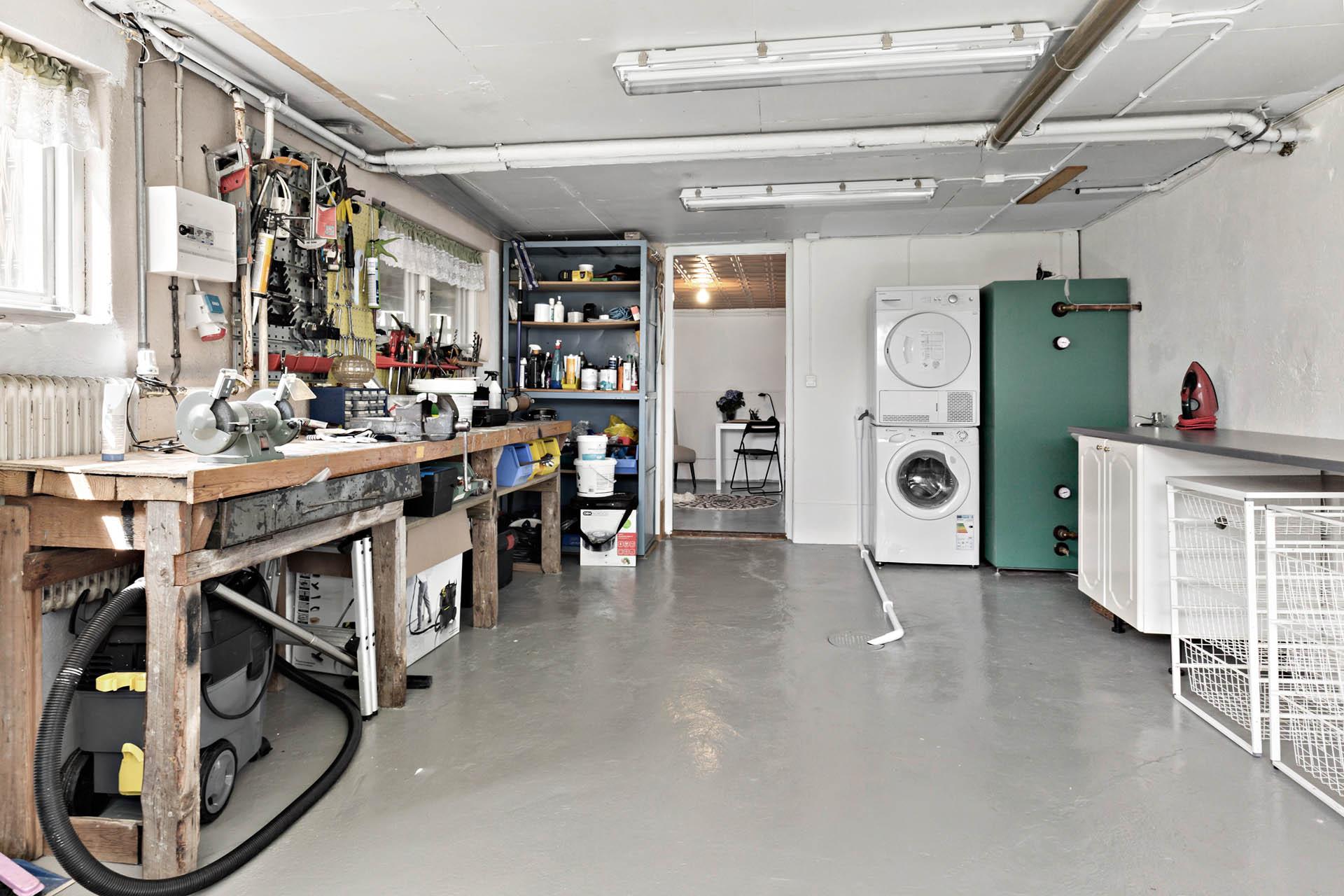 Garage/verkstad/tvättutrymme, källare