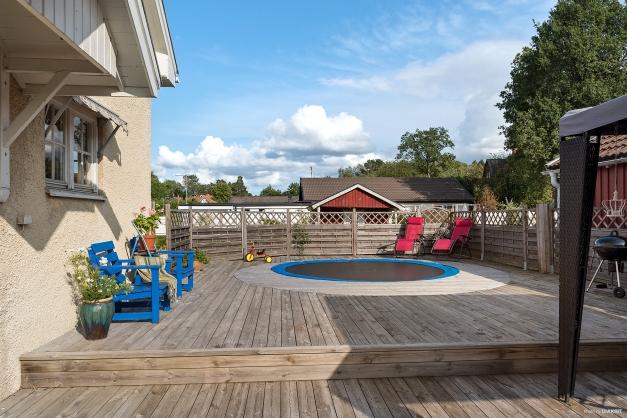 Infälld studsmatta i terrassen (tidigare pool)