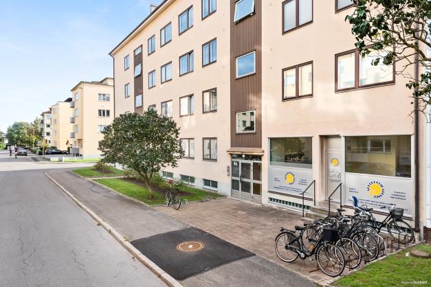 En bra och central lokal på Sadelmakaregatan 4A finns nu till salu.