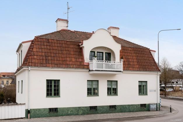 Det vackra sekelskifteshuset är ett välbevarat exempel från arkitektur från 1900-talets början.