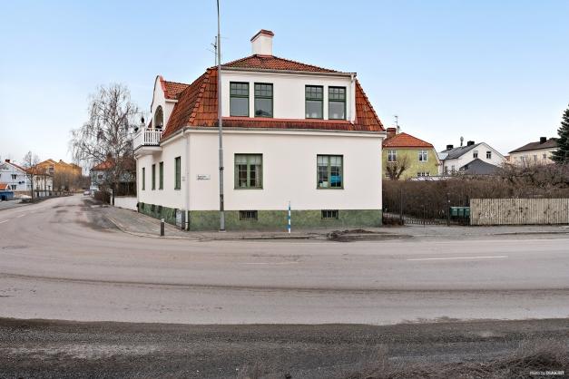Hörntomt belägen i på Ågatan i Enköpings centrum!