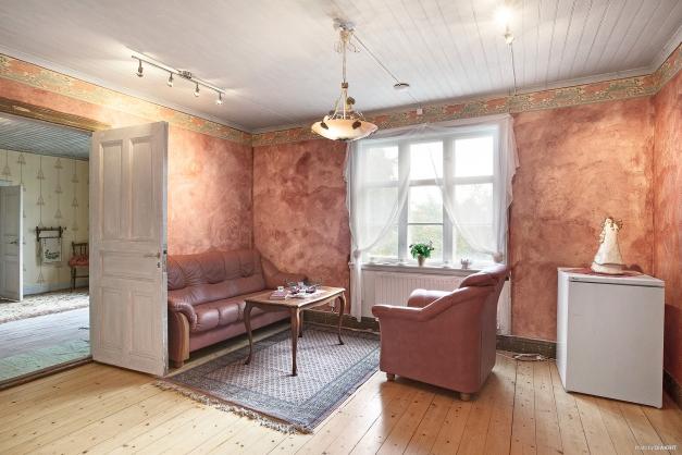 Lägenhet 2: Vardagsrum med kökshörna