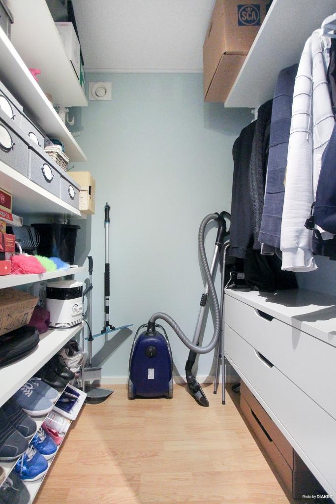 Denna lägenheten är lite extra stor vilket ger därför utrymme till egen klädkammare
