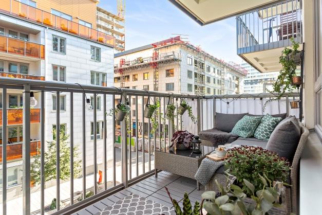 Stor balkong med plats för loungemöbel