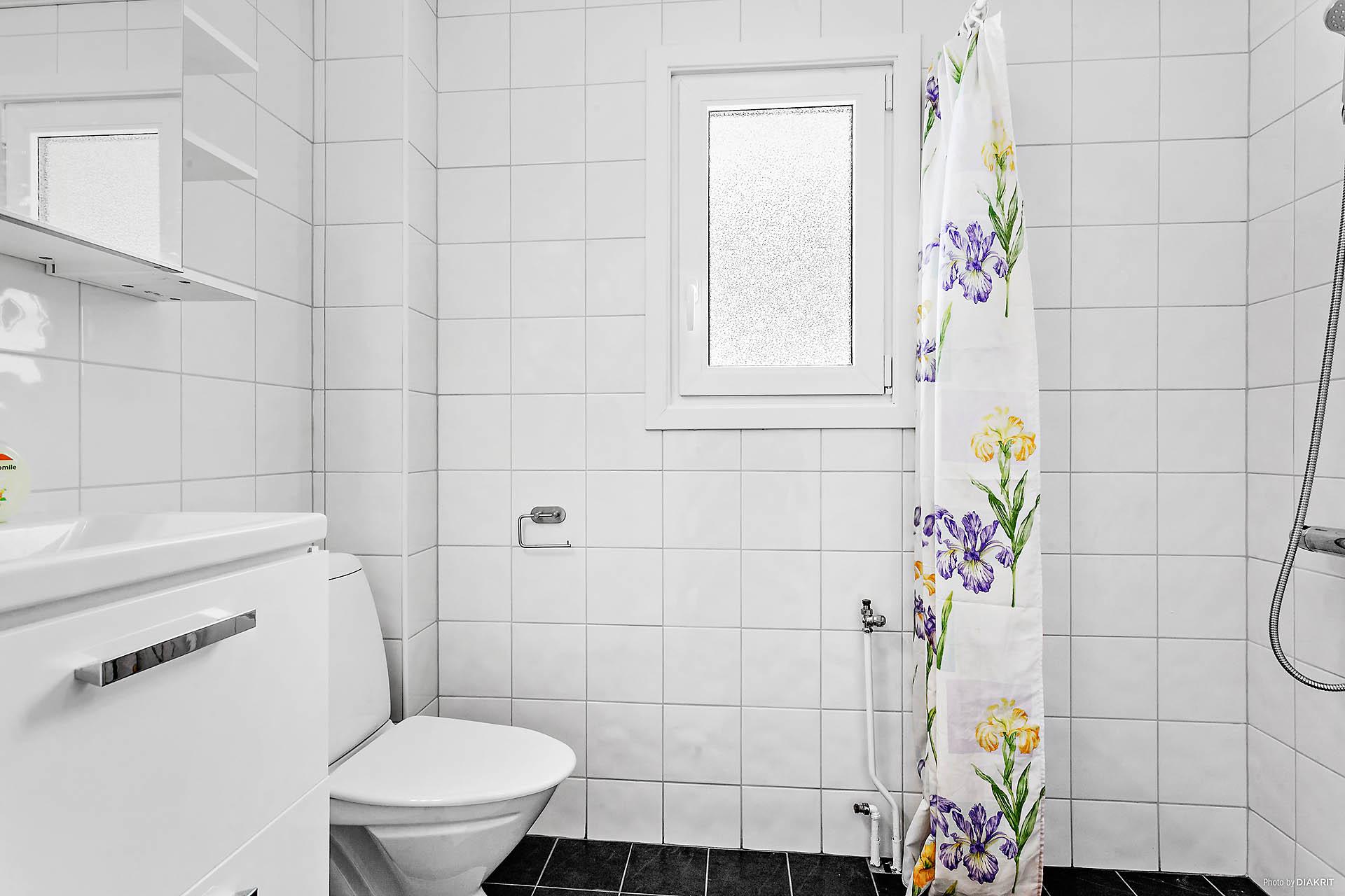 Duschrum med rymlig duschplats