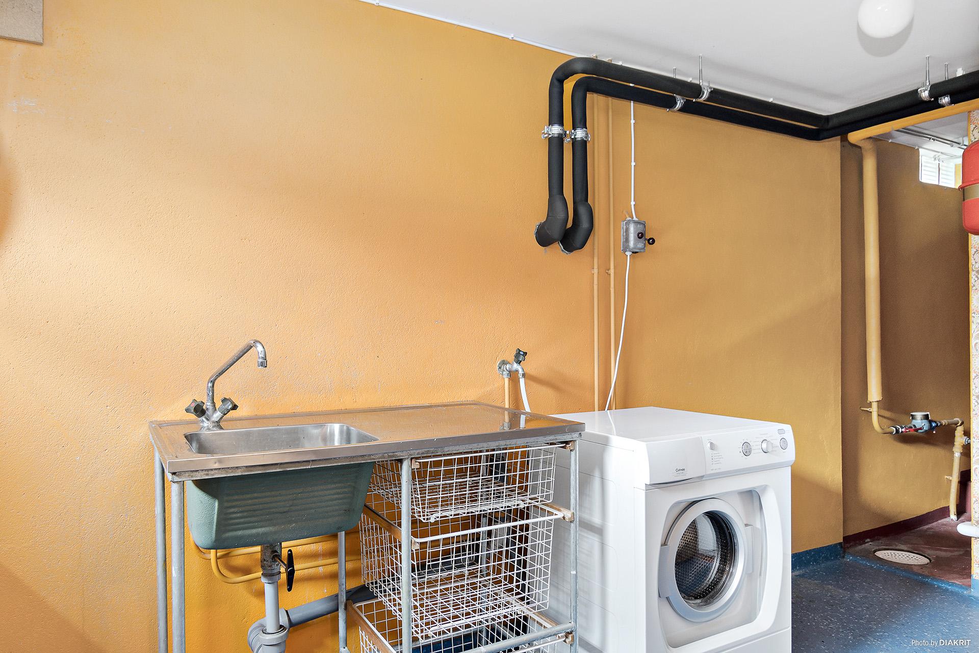 Tvättstuga med värmepanna