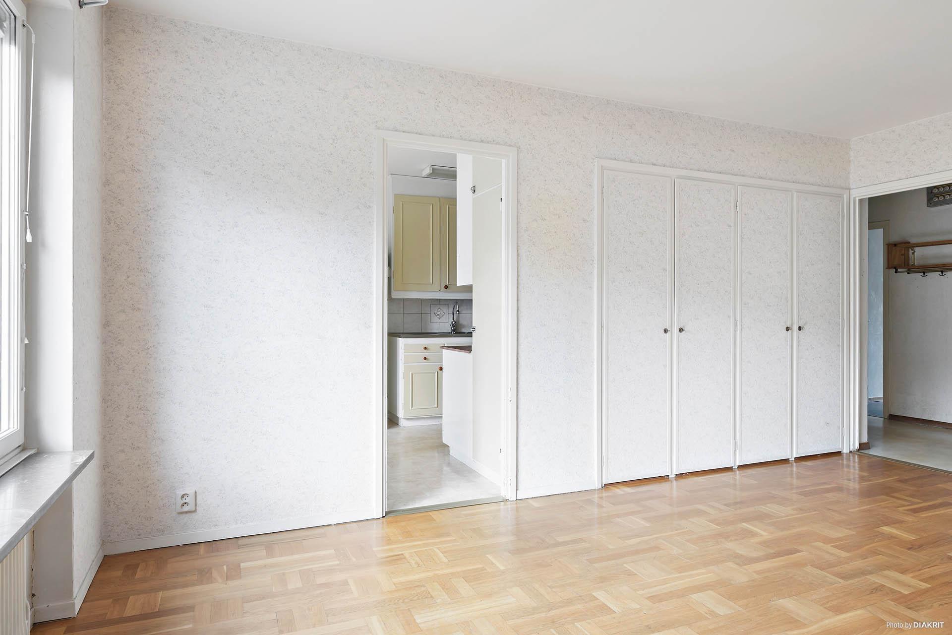 Vardagsrum -  Anslutning till kök och hall