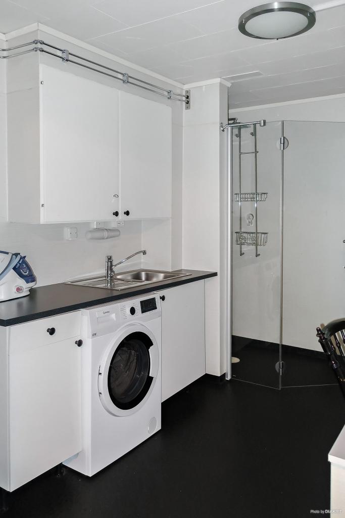 Renoverad tvättstuga m duschplats
