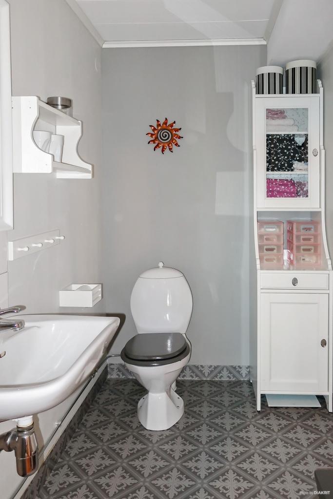 Toalett i suterrängplan